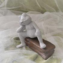 Keramikfrosch sitzend