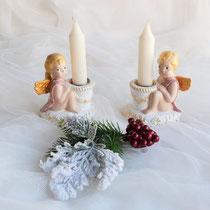 Zwei sitzende Putten aus Keramik mit Kerze