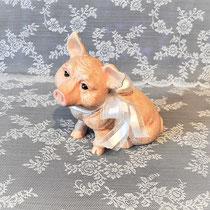 Keramikschwein mit weißer Schleife