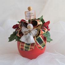 """Kleines Gesteck im roten Topf mit Engel und Schild """"Fröhliche Weihnachten"""""""