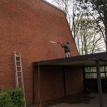 Feuchtsandstrahlen Vorher Nachher Strahlgerät mieten leihen Dienstleistung Beispiel Klinker Backstein Fassade  Mauer Putz Reinigung Graffitientfernung