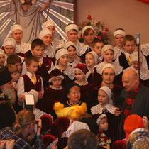 Встреча Детского хора «ОКТОИХ» с Александрой Пахмутовой и Николаем Добронравовым в Храме-на-Крови 17 апреля 2008 года.