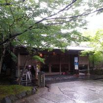 中津 金色温泉入口