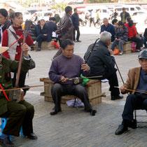 muzikanten op plein in Janshui