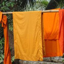Boeddhistische gewaden drogen in de zon - Luang Prabang - Laos