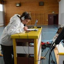 In der Turnhalle in Gächlingen für ein Telefoninterview