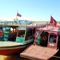 トンレサップ湖クルーズ船
