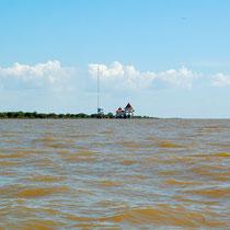 右側がトンレサップ湖