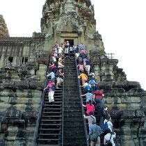 第三回廊への急な階段