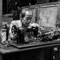 Tabanan auf Bali / Indonesien: Handarbeit auf einem Markt