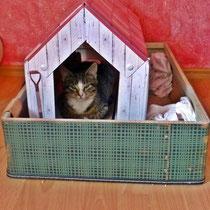 Milie in ihrem Haus.