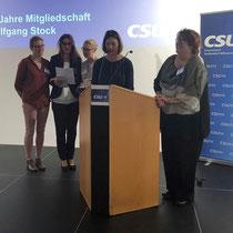 Ehrung für die vielen Aktivitäten von Marga Hetzner durch FU-Vorsitzende Silvia Dießl