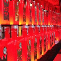 Die rote Flasche von 4812 Gin ist ein echter Hingucker