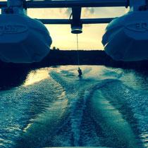 Wassersport Wakeboarden Sonnenuntergang
