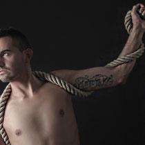 Akt Mann Oberkörper Seil