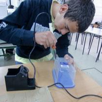 Furando o plástico cun soldador