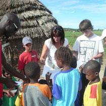 Rencontre d'une ethnie du Sénégal au coeur d'un village typique africain.