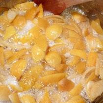 レモンピール作り 煮詰め中