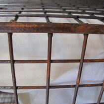 Rosteffekte gemalt auf Gitterkörbe