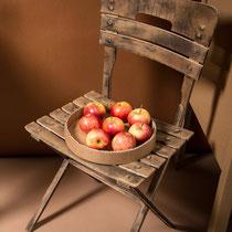 Wellpappe-Stuhl mit Pigmentpulver
