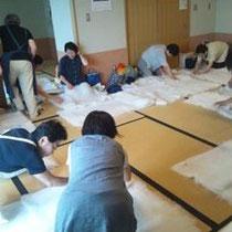 畳の上に広がった、綿の絨毯!