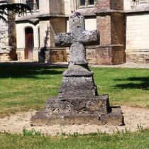 Ancienne croix du cimetière- Moyenneville