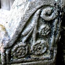 Chasse-roue de la porte de l'ancien château: profil droit