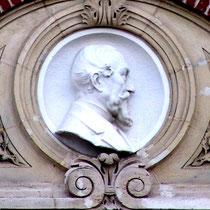 Médaillon d'Auguste Janvier