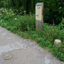 Borne de la Méridienne verte- Chemin de halage à Amiens