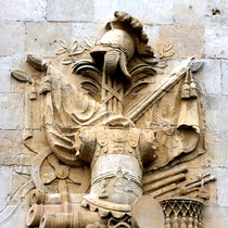 Sculptures des insignes et des trophées sur l'ancienne caserne Stengel