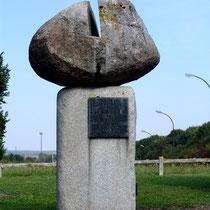 Monument à la mémoire de Roger Dumoulin (1902-1966)