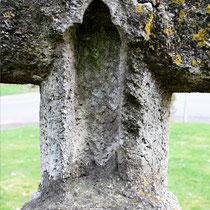 Ancienne croix du cimetière- Moyenneville: la niche