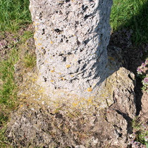 Oisemont- Le socle de la croix en tuf