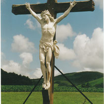 Kreuz auf einem Friedhof in den französischen Pyrenäen