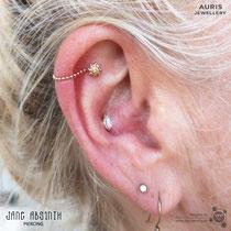 Curated Ear mit dem Conch, Flat Helix und Ohrläppchenpiercing, Echtgoldschmuck