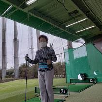 ゴルフでも参加賞のウエストポーチはフィットします。 林敦子会長