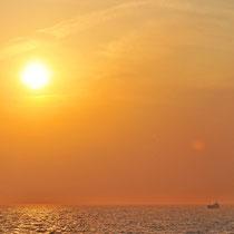 新門司港から間もなく 周防灘の夕照