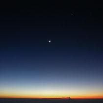北アルプス・燕山荘からの夜明け前。煙を吐く浅間山