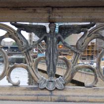 Stadt der 1000 Engel (ob als Statue auf dem Dach oder wie hier in der Brücke)