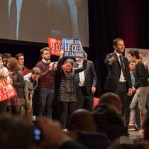 4 En présence des Jeunes Socialites, Benoît Hamon salue le public et savoure ce moment unique. Théâtre Fémina, Bordeaux #benoithamon2017