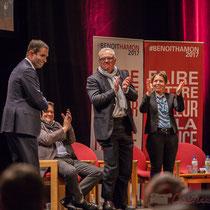 1 Benoît Hamon salue le public à la fin de son intervention, en allant de part et d'autre du Théâtre Fémina, Bordeaux #benoithamon2017