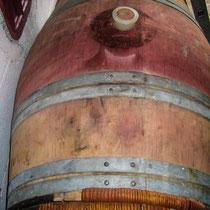 Barrique bois bordelaise, 225 litres, pour l'élevage des vins. Château Roquebrune, Cénac, 2 octobre 2007