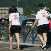 Quai des sports, manifestation de l'été 2016. Retour de 2 animatrices sur le Pont de pierre, Bordeaux. Reproduction interdite - Tous droits réservés © Christian Coulais