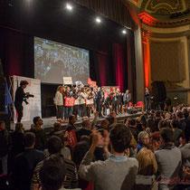 2 Un public qui applaudit longuement les orateurs et intervenantes soutenant Benoît Hamon. Théâtre Fémina, Bordeaux #benoithamon2017