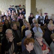 Public à l'écoute du discours de Françoise Cartron, Vice-présidente du Sénat. Remise de l'Ordre national du Mérite à Suzette Grel.