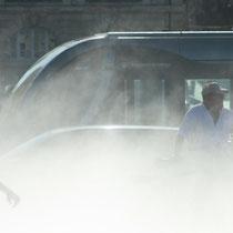 L'effet brouillard, tramway ligne C, miroir d'eau de Bordeaux. Reproduction interdite - Tous droits réservés © Christian Coulais