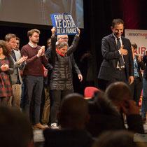 2 En présence des Jeunes Socialites, Benoît Hamon salue le public et savoure ce moment unique. Théâtre Fémina, Bordeaux #benoithamon2017