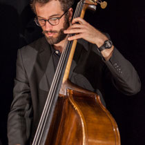 Aurélien Gody, contrebasse; Carmen in Swing