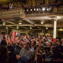 5 Un public qui applaudit longuement les orateurs et intervenantes soutenant Benoît Hamon. Théâtre Fémina, Bordeaux #benoithamon2017