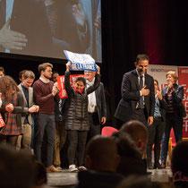 3 En présence des Jeunes Socialites, Benoît Hamon salue le public et savoure ce moment unique. Théâtre Fémina, Bordeaux #benoithamon2017